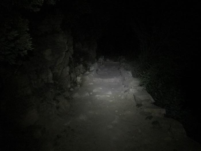 Grand Cayon rim to rim hike start in the dark